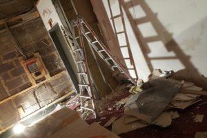 Rückbau Gerüst für Kinoleinwand, Saal 2